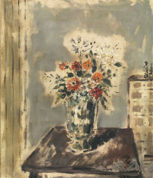 Vaso di fiori in un interno