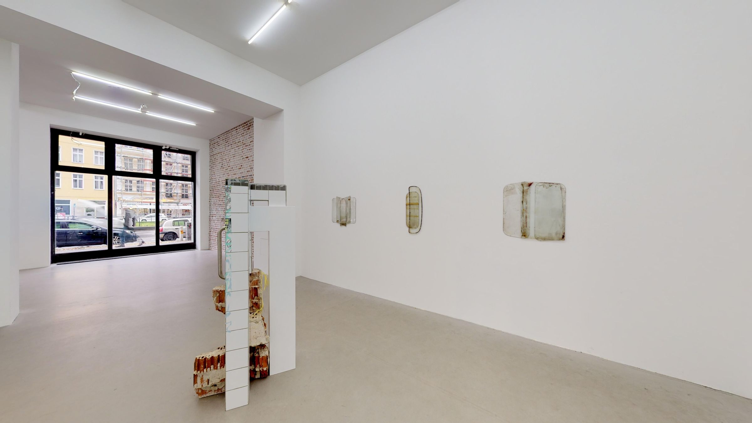 GLASS, RUBBER, STONE — NOT SO A WHITE CUBE #15